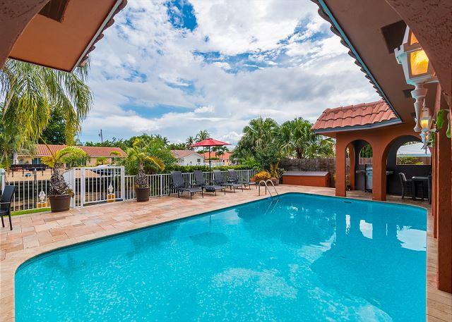 Bermuda Riviera Pool